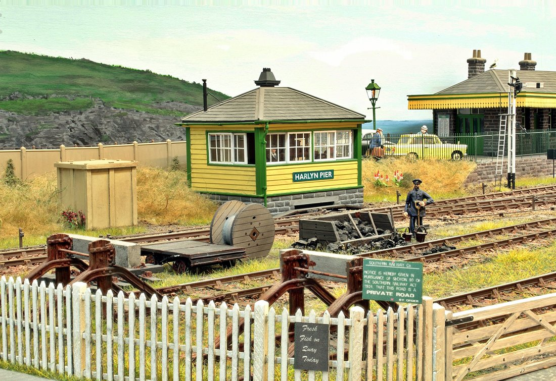how to build a small model railway