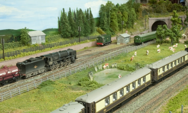 The 9F nears the tunnel